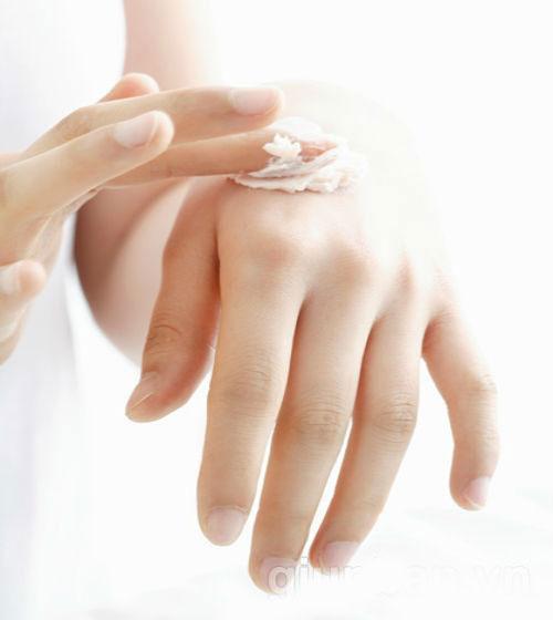 Những mẹo hay giúp nàng khắc phục dị ứng da khi trang điểm